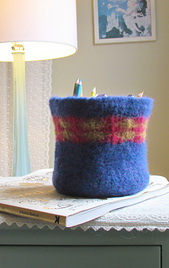 Crochet_felt_bowl_02_small_best_fit