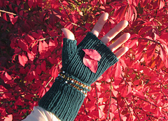 Beaded_mitts_03_small