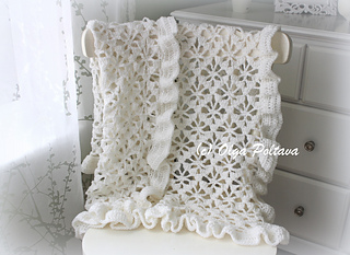 White_blanket_with_ruffled_trim_small2