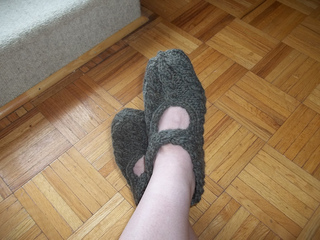 Olive_knitted_ballet-style_slippers_small2