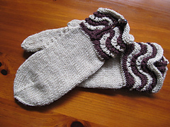 Brown_wave_mittens_small