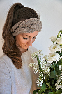 d29ec0810bc0bc patterns > Angelina Zimmer's Ravelry Store. > Headband / Stirnband  Geflochten