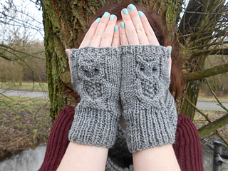 Owl Mittens Knitting Pattern : Ravelry: Owl Mitts pattern by Amanda Jones