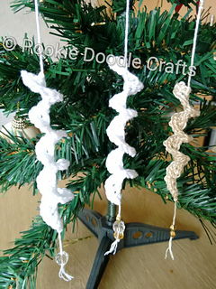ravelry icicle christmas decoration pattern by pookie doodle crafts - Icicle Christmas Decorations