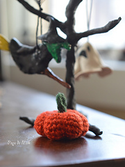 Mini_pumpkin_and_tree_-_pops_de_milk_small