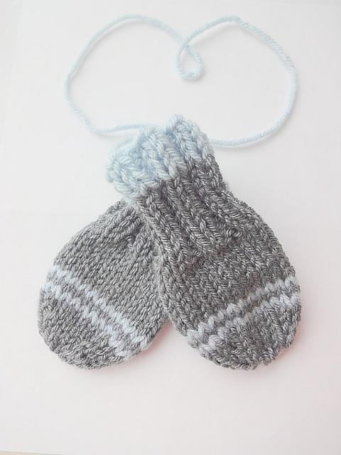 Ravelry: Thumbless Baby Mittens pattern by Purl Love