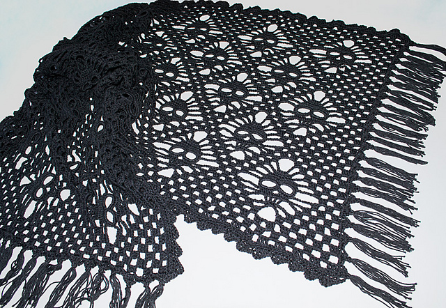 Ravelry Elegant Skull Shawl Pattern By Sandra Hlberg