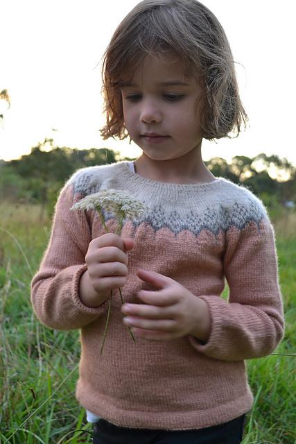 chandail tricoté pour enfant Aneira Minikins par Rhiannon Owens