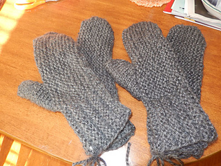 Charity_loomed_mittens_3_small2