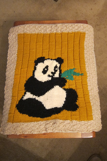 Panda_among_bamboo_small2