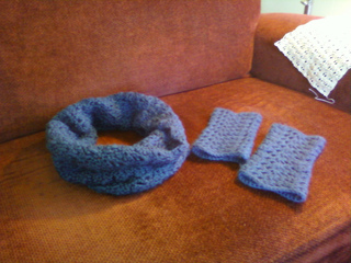 Lace_cowl___wrist_warmers_small2