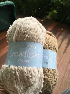 Snowflake_linen_small2