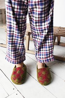 Knittedslipperbook_p145_small2