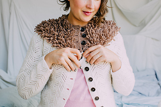 Teenguin_cardigan_buttoning_web_small2