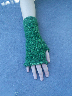 Spiralling_star_mitts_worn_one_hand_small2