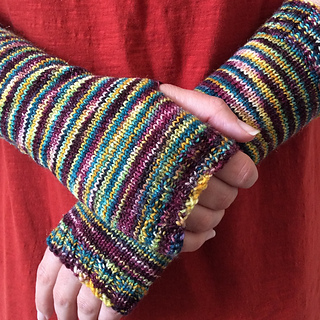 Simple_fingerless_mitts_cover__1000x999__small2