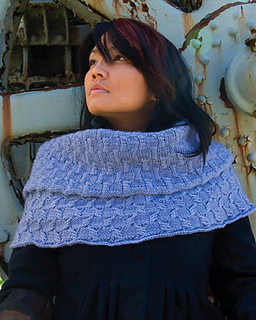 Magnolia_bluecowl_small2