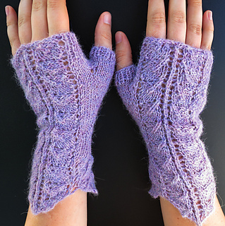 Ravelry Queen Anne S Lace Fingerless Gloves Pattern By