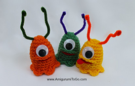 Crochet-alien-slug-easter-egg-cozy_small_best_fit