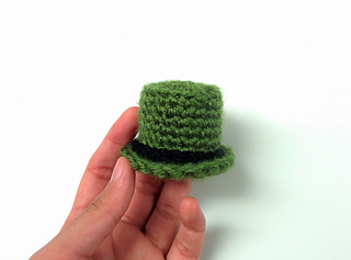 Crocheted_leprechaun_8_small2
