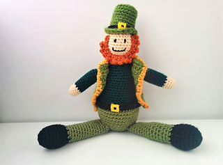 Crocheted_leprechaun_12_small2