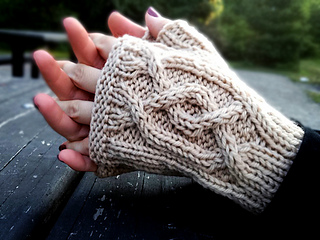 Cabled_handsies_shiri_designs_cable_small2