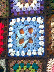 Interlocked_four-rings_square_-_motif_book_small