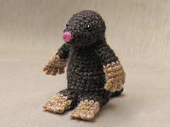 Crochet_mole_pattern_small