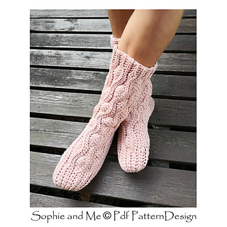 ec198456d80635 Ravelry  Aran Wave Socks pattern by Sophie and Me-Ingunn Santini
