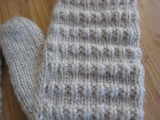 Corregated_mittens_003_small2