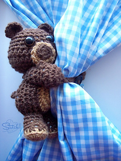 Curtain-hugging-bear_small2