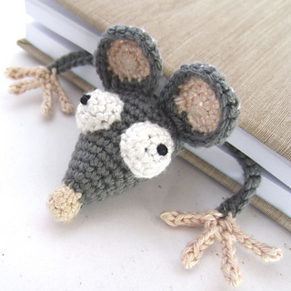 Amigurumi_crochet_rat_bookmark_featured_image_small2