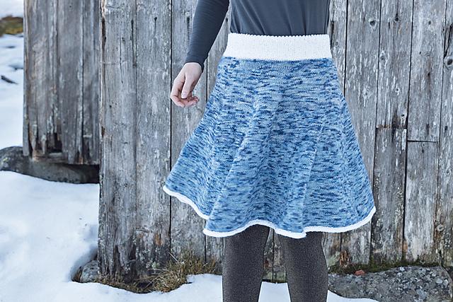 2cc29c0f Ravelry: Karusellskjørt dame pattern by Strikkelisa