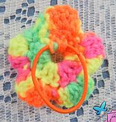 Crocheted_flower_hair_elastic_small_best_fit