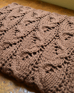 Curves_lace_blanket1_small2