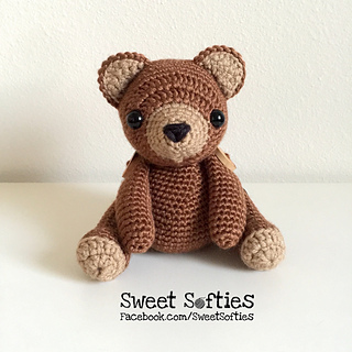 http://www.sweetsofties.com/2017/03/brennan-bear-twee-toys-collectible.html