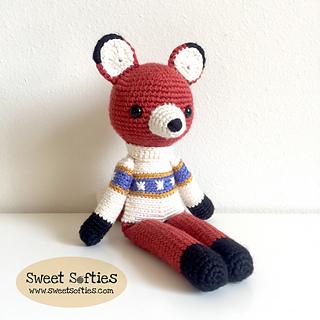 http://www.sweetsofties.com/2017/09/farley-slender-fox-twee-toys.html