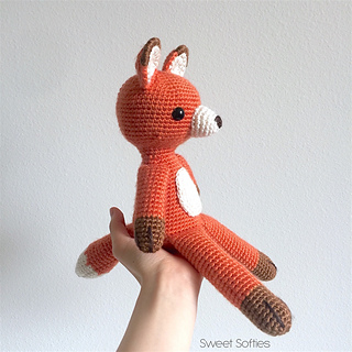 http://www.sweetsofties.com/2017/10/finley-orange-fox-twee-toys-collectible.html