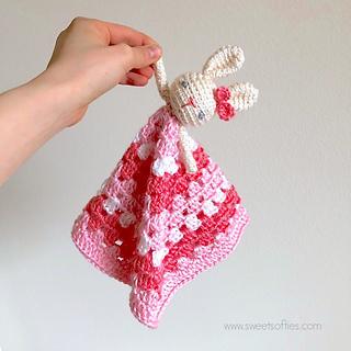 http://www.sweetsofties.com/2017/11/bunny-lovey-free-crochet-pattern.html