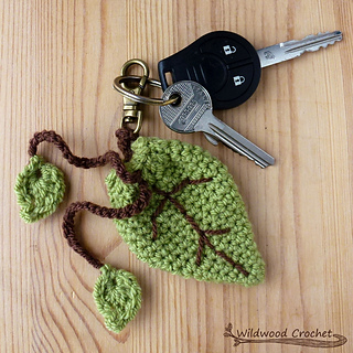 Ravelry  Leaf Keyring Pouch pattern by Tamsyn Simmonds 36724be4e