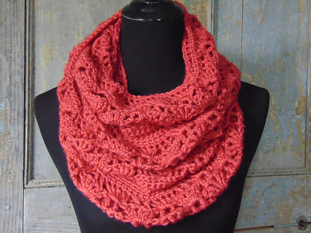 Ravelry Rouge Infinity Scarf Pattern By Country Willow Designs