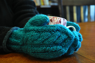 Cabled_mittens_small2