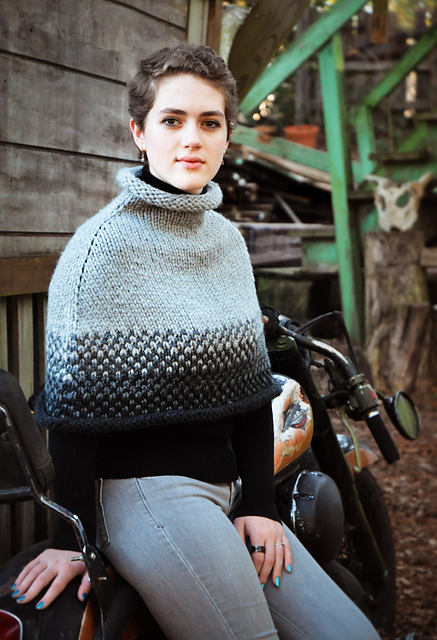 Easy knitting poncho pattern in super bulky merino wool - Route 66 Poncho