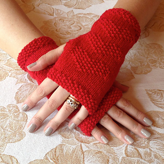 Free #knitting pattern \\ #heart Fingerless Gloves \\ http://ow.ly/Y0mX5 #valentinesday