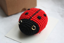 Crochet_ladybug_ladybird_pattern_tutorial_toy_amigurumi_small_best_fit