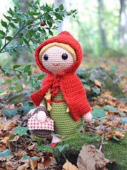 Red_riding_hood_amigurumi_crochet_pattern_by_tremendu_1_small