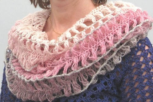 Ravelry: Tube scarf in hair pin lace/Gaffelvirkad tubschal pattern ...