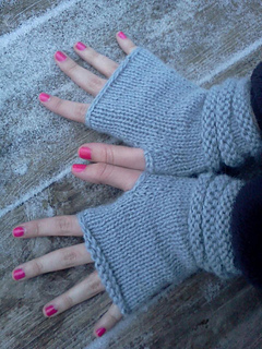 Fingerless_alpaca_mitts_small2