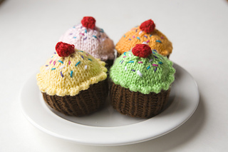 Knit-cupcakes_small2