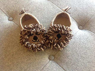 Lion_slippers_small2